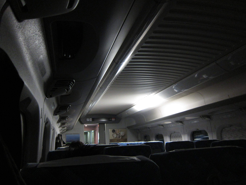 地震で停電した新幹線